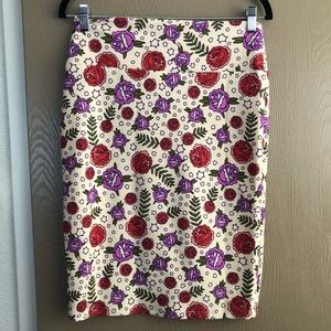 Lularoe Small Cassie tattoo roses skirt